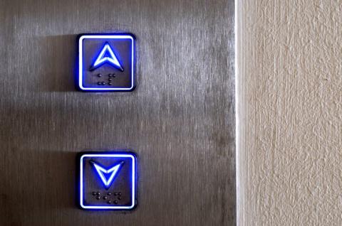 Захожу я в лифт, а там уже с…