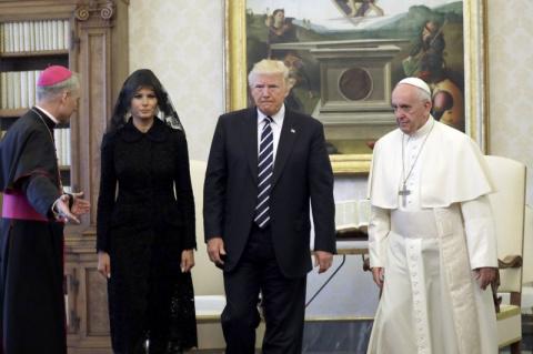 Даже не улыбнулся. Папа римс…