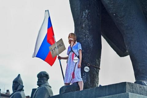 В Новосибирске девушка прико…