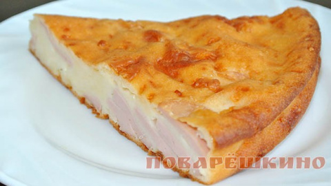 Простой и невероятно вкусный пирог с сыром и сосисками