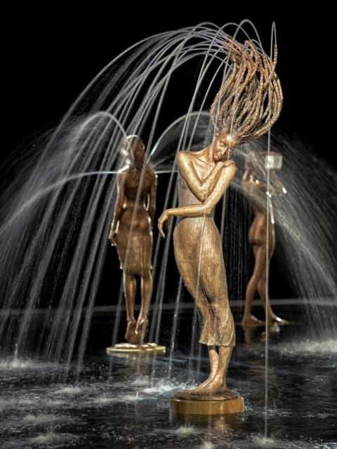 Поэтические и изящные скульптуры, дополненные струями воды