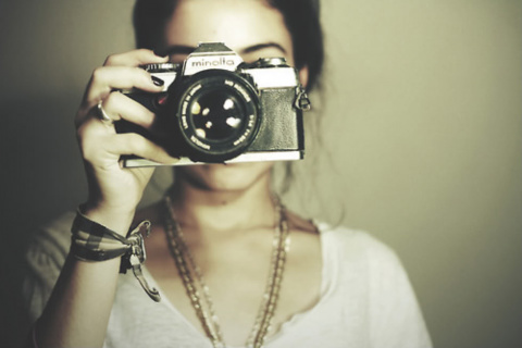 Как вы относитесь к людям, которые постоянно всё фотографируют? или вы из их числа? »