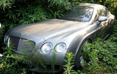 В Китае обнаружили свалку дорогих машин с автомобилями Bentley, Mercedes-Benz и Land Rover