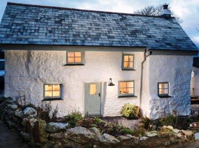 Вот дом, которому уже давно перевалило за 300 лет. А внутри скрывается нечто особенное — как в сказке!
