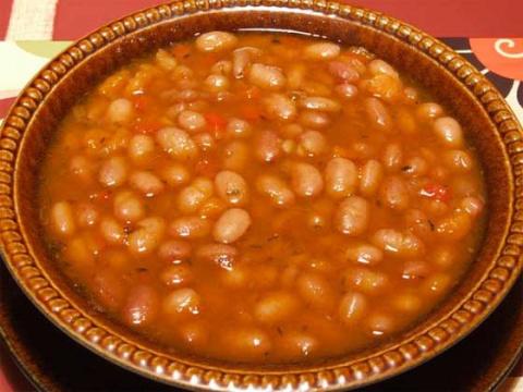 Боб чорба - знаменитый болгарский суп из фасоли
