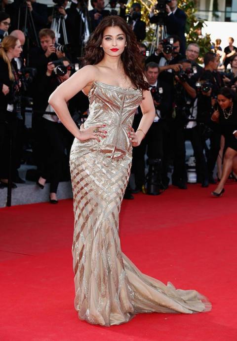 Великолепный дуэт: самая красивая женщина мира и роскошное платье