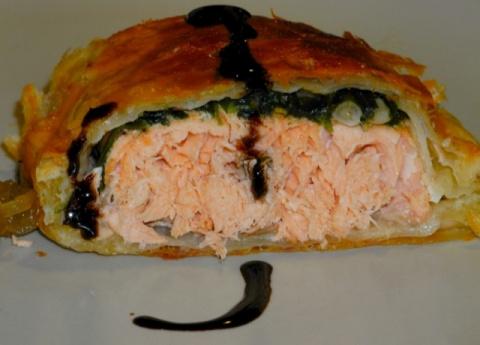 Лососевые сундучки в слоёном тесте со шпинатно-кедрово-пармезановой начинкой