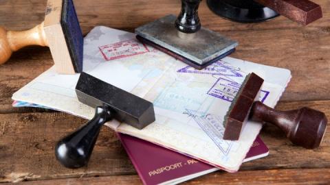 В ЕС задумались о введении виз для граждан США и Канады