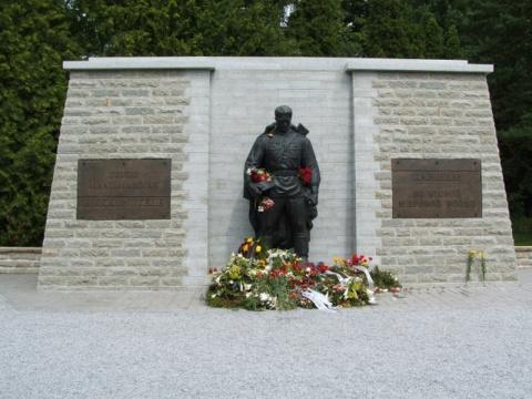«Темное обаяние Адольфа Гитлера» и память о Победе: предчувствие бойни