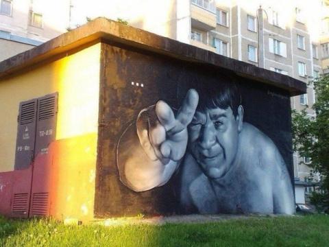 Хулиганы замазали портрет Леонова, но художники нашли достойный ответ
