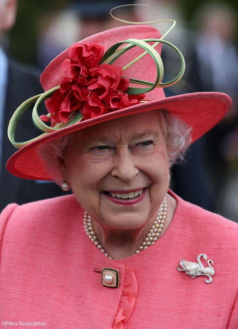 Какие хранятся броши в королевской шкатулке?