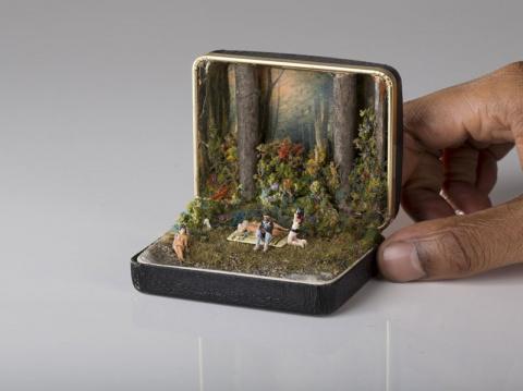 Сцены из жизни внутри ювелирной коробки