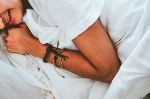 Легли с мужем спать, а под у…