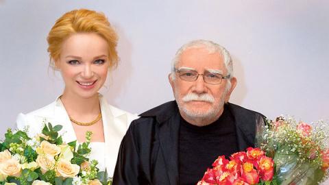 Жена Армена Джигарханяна уволилась из театра и подала на развод