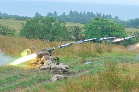 """США принял решение вооружить Украину """"летальным"""" оружием"""