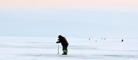 Русские и финские рыбаки пос…