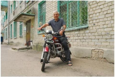 Балкон в качестве парковки для мотоцикла