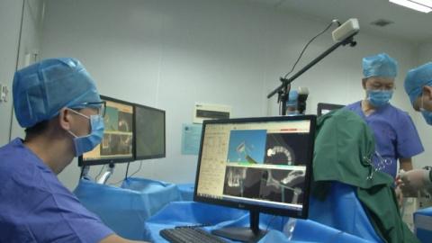 Робот-стоматолог в Китае впе…