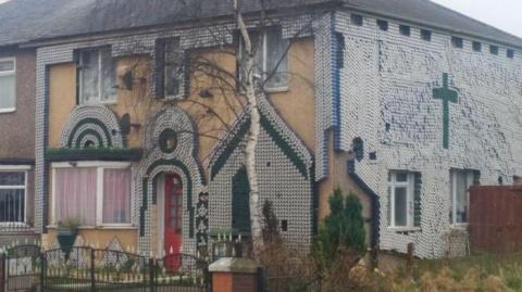 Оригинальная идея: декорирование дома пивными банками