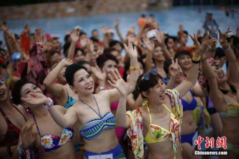 Фото: конкурс бикини среди китайских бабушек