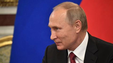 Путин призвал дать право перевозки углеводородов по Севморпути только судам под флагом РФ