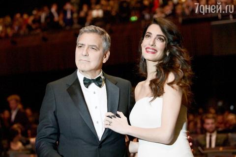 Джордж Клуни «работает» ночн…