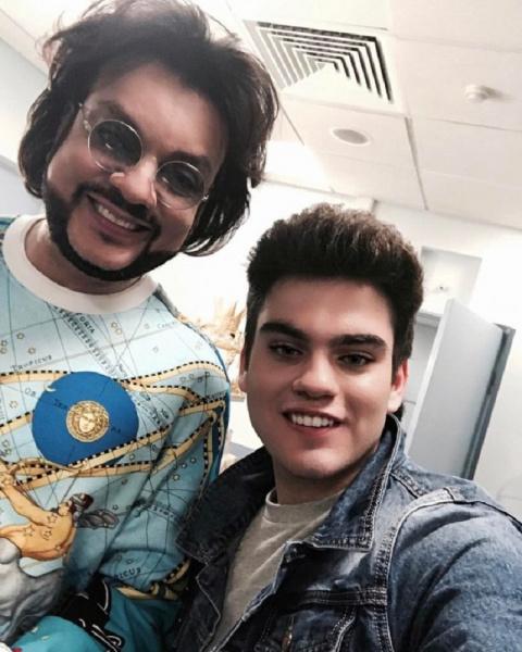 18-летний сын Филиппа Киркорова обнародовал совместные фото со звездным отцом