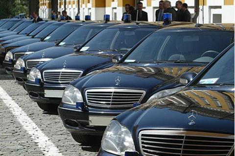 Сотрудников дептранса Москвы пересадят на такси со служебных машин