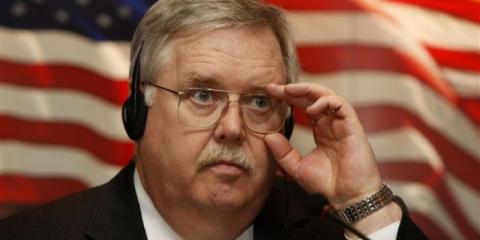 Что затевает посол США в рос…