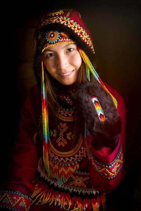 Впечатляющие детальные портреты коренных жителей Сибири от Александра Химушина