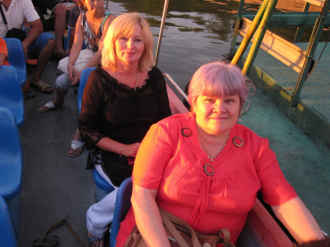 Я и сестра мужа Катя на лодье катаемся по озеру 2011 год