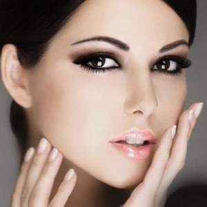 Правила стойкости макияжа и маникюра