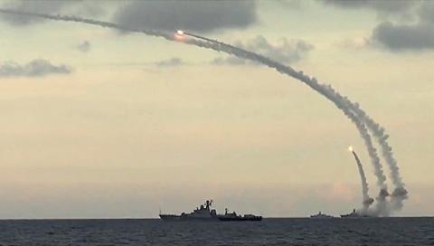 """Российские силы ВМФ нанесли удары ракетами """"Калибр"""" по объектам ИГ* в Сирии"""
