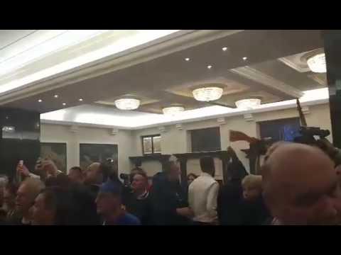 [18+] Балканы: в Македонии при штурме здания парламента ранение получил лидер правящей партии