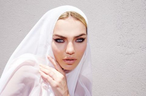 Невероятно красивая Шеридан …