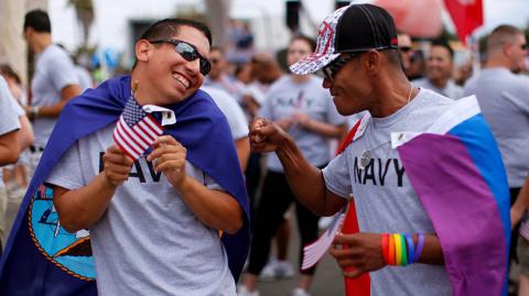 Make пид***стов не вояками again! Трамп снова решил запретить геям воевать