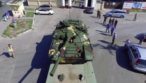 Порошенко похвастался модернизированным танком Т-72А