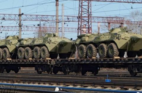 В Приморье на границу с КНДР движутся составы с военной техникой