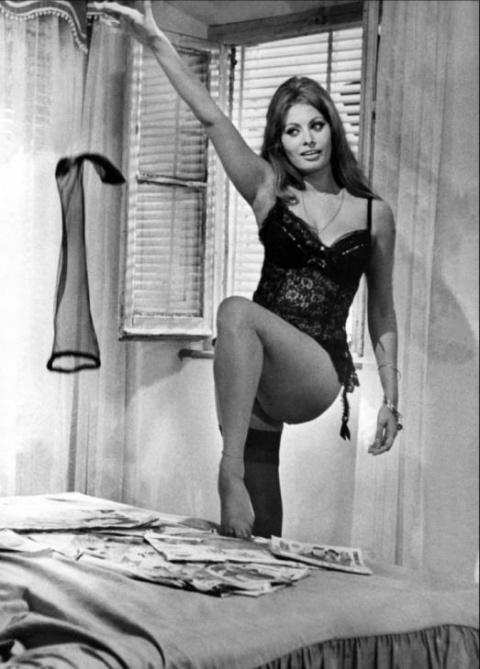Самой красивой итальянке Софи Лорен 83 года