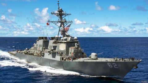Эсминец США столкнулся с тор…