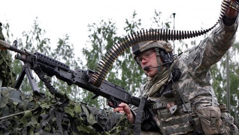 «Совсем по-европейски»: пьяные солдаты НАТО устроили драку в литовском баре