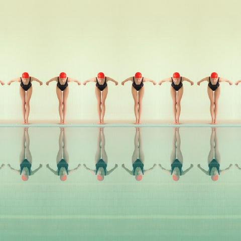 Современные синхронистки в советских бассейнах: фото Maria Svarbova