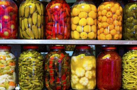 Соленые арбузы, кабачки и лимоны. 8 необычных рецептов для консервирования