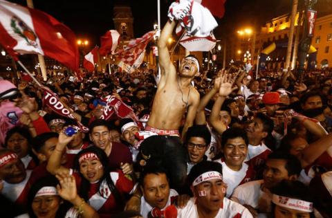 Футбольные болельщики в Перу…