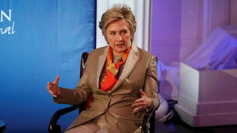 Le Figaro: Клинтон выпустит мемуары о своём поражении и «зарубежном противнике»