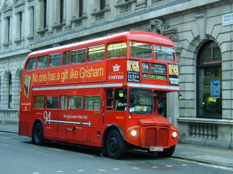 В Лондоне запускают автобусы…