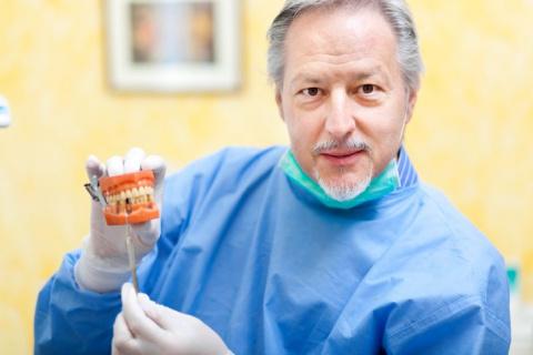 Как врачи в стоматологии пац…