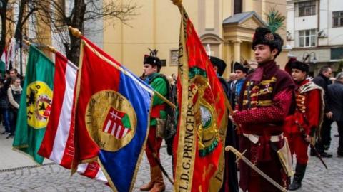 Отделяй и властвуй.Венгрия заявила о праве на автономию в Закарпатье