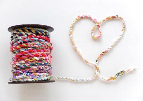 Как сделать нить для плетения ковриков из лоскутов ткани