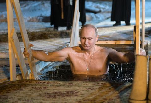Путин окунулся в прорубь на …